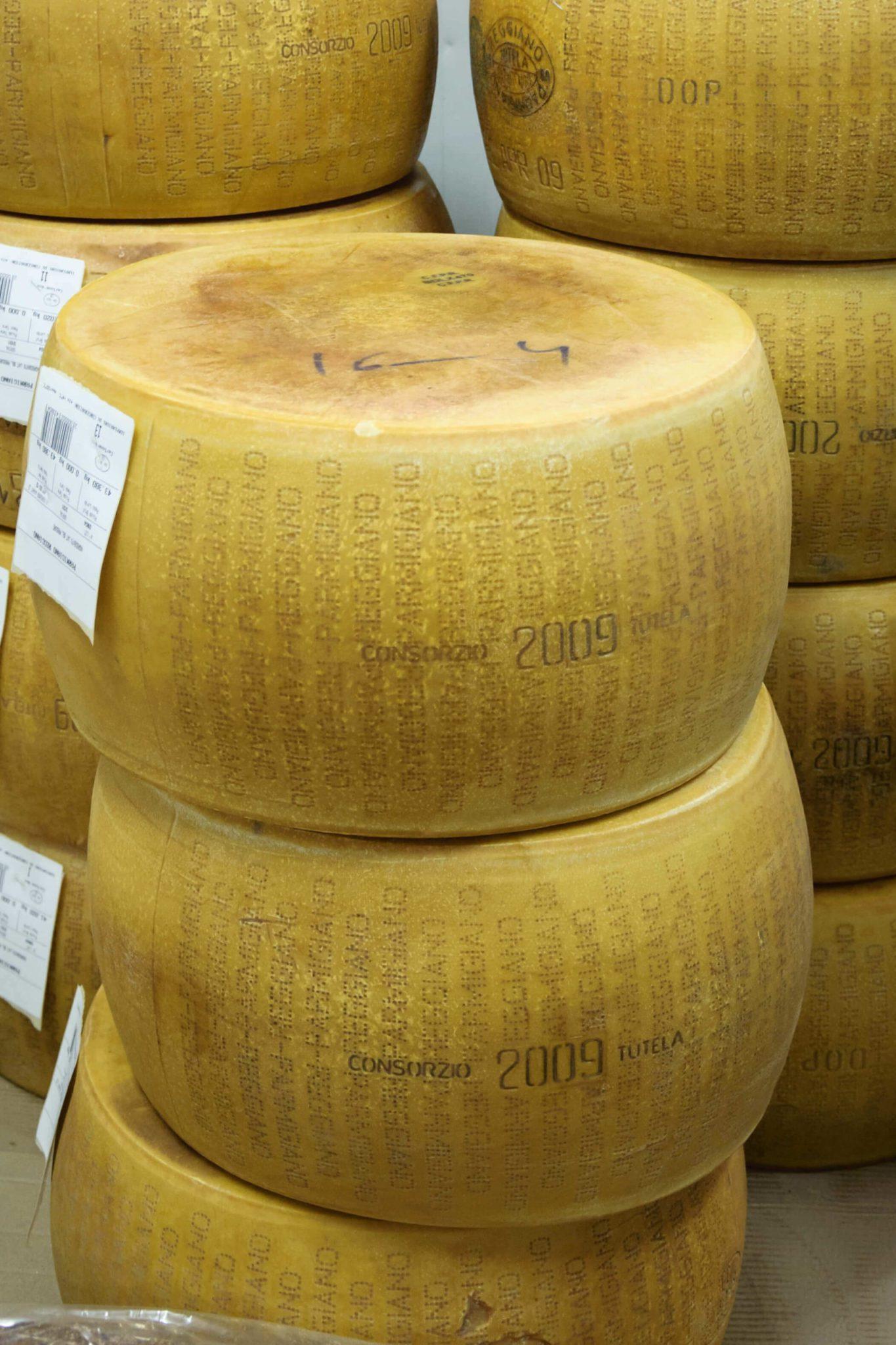Parmigiano Reggiano meules MIN Rungis